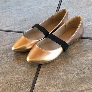 Bamboo pointed gold black strap flats NWOT